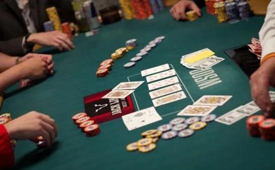 玩德州扑克却不会算牌?